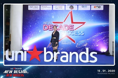 Unibrands-Year-End-Party-2019-instant-print-photo-booth-Chup-hinh-in-hinh-lay-lien-Su-kien-Tat-nien-TP-HCM-WefieBox-Photobooth-Vietnam-236