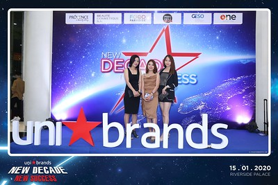 Unibrands-Year-End-Party-2019-instant-print-photo-booth-Chup-hinh-in-hinh-lay-lien-Su-kien-Tat-nien-TP-HCM-WefieBox-Photobooth-Vietnam-235