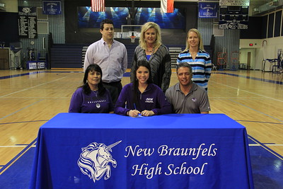 Jennifer Mendez signed with Abilene Christian University (ACU) to play volleyball as a Wildcat. ACU is a Division I school and part of the Southland Conference. Her athletic career highlights include: 1st Team All-District in 2014; 2014 Co-District Champions; Academic All-State in 2014; 2014 San Antonio Express-News Game Ball Recognition recipient; a member of the Area Championship Team and Regional Quarterfinalist in 2013. She is the daughter of Joseph and Linda Mendez.