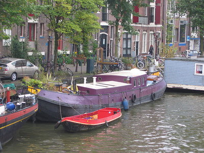 Typical houseboat along a typical canal.