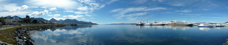 Ushuaia waterfront and Marina Svetaeva panorama, 5 images/30 megapixels 2011-01-15 11:11:19 by Nathan Hoover
