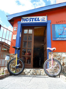 Hostel in Ushuaia: Hostel Cruz del Sur is unicycle friendly 2011-01-14 10:55:45 by Nathan Hoover