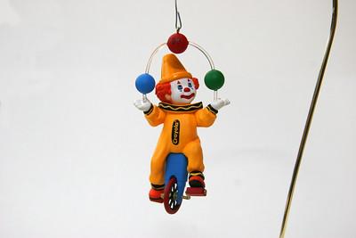 Crayola juggling clown