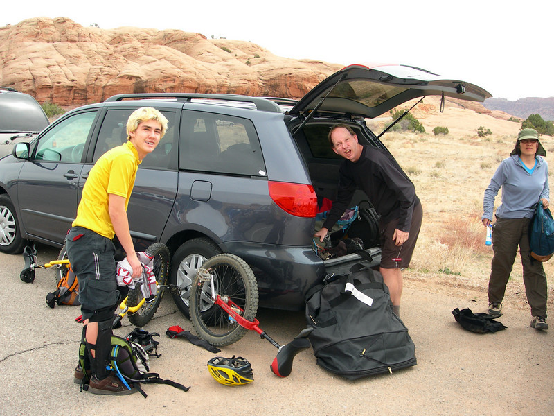 "Friday afternoon, unpacking at the <a href=""http://www.utah.com/bike/trails/slickrock.htm"">Slick Rock Trail</a> above Moab."