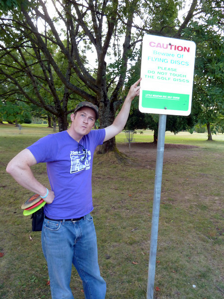 Sept 2, we arrive in Vancouver early enough for a game of Disc Golf at Queen Elizabeth Park. Jason is psyched!