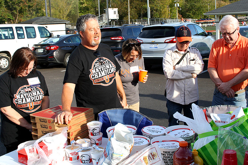 Pete said a prayer at the tailgate party.