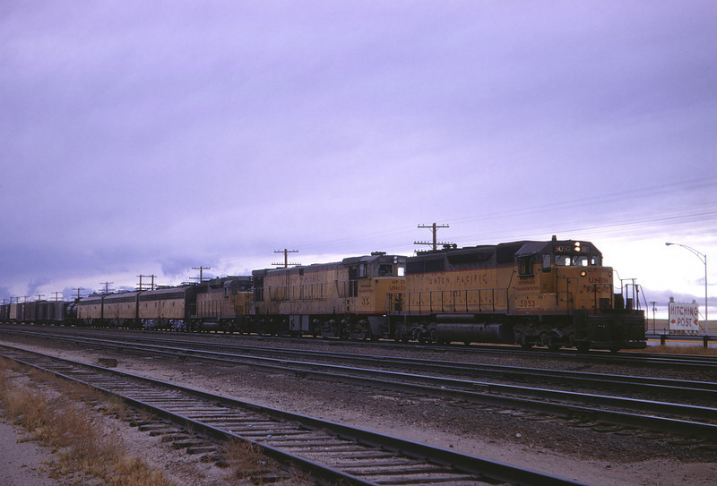 UPRR 411 - OCt 14 1967 - No 3052 33 724 9458 924B 906 at m p  511 WYO