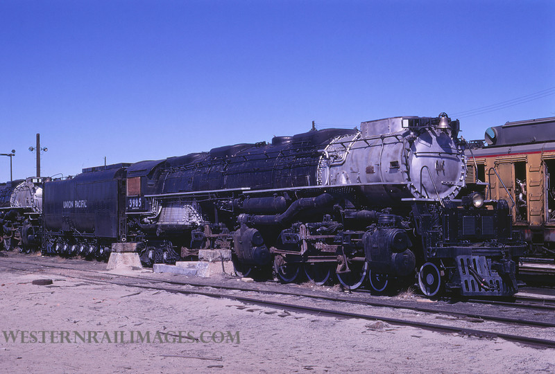 UP 515 - May 3 1970 - no 3985 4-6-6-4 Challenger @ Cheyenne WY - by Jim Ozment