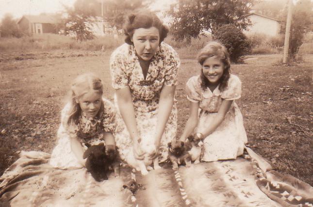 Mina Hopkins w neighborhood girls