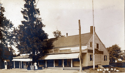 """The Meeker Inn - 1910 with """"Beer & Ale"""" Signs"""