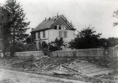 The Halstead house on Elwood Ave. under construction in 1939.