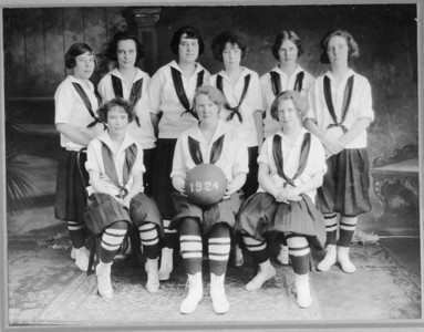 UHS Girls Basketball team from 1924. Front/center is Mary Miller.