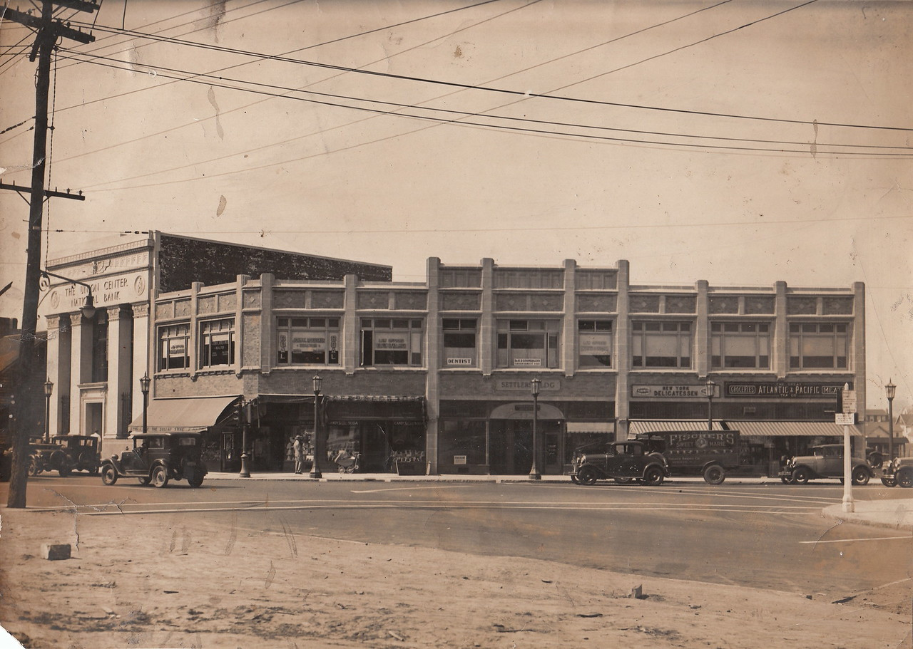 1000 Stuyvesant Ave. in Union Center in the 1930s.  A relatively new Union Center National Bank building and the Settler's Building which both still exist today.