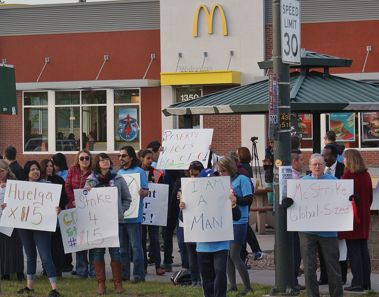 fast-food-workers-protest-7