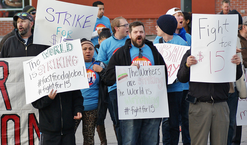fast-food-workers-protest-11