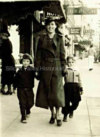 Family walking by the Savoy Hotel in Hot Springs, Arkansas in 1922
