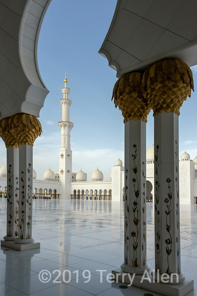 View towards the courtyard, Sheikh Zayed Grand Mosque, Abu Dhabi, UAE