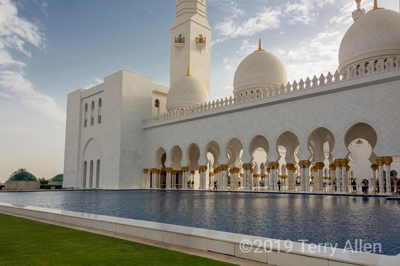 Reflecting pool, Sheikh Zayed Grand Mosque, Abu Dhabi, UAE