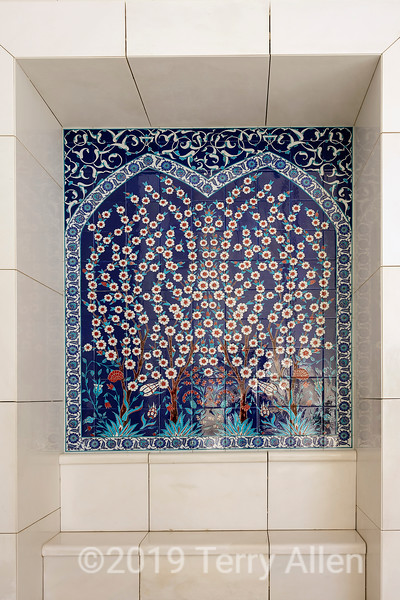 Beautiful tiles alcove with floral design, Sheikh Zayed Grand Mosque, Abu Dhabi, UAE