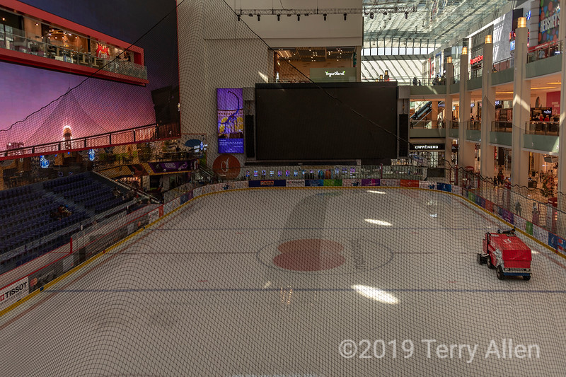 Zamboni and ice rink, Dubai shopping mall, Dubai, UAE