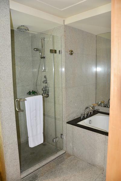 shangri la hotel dubai bathroom