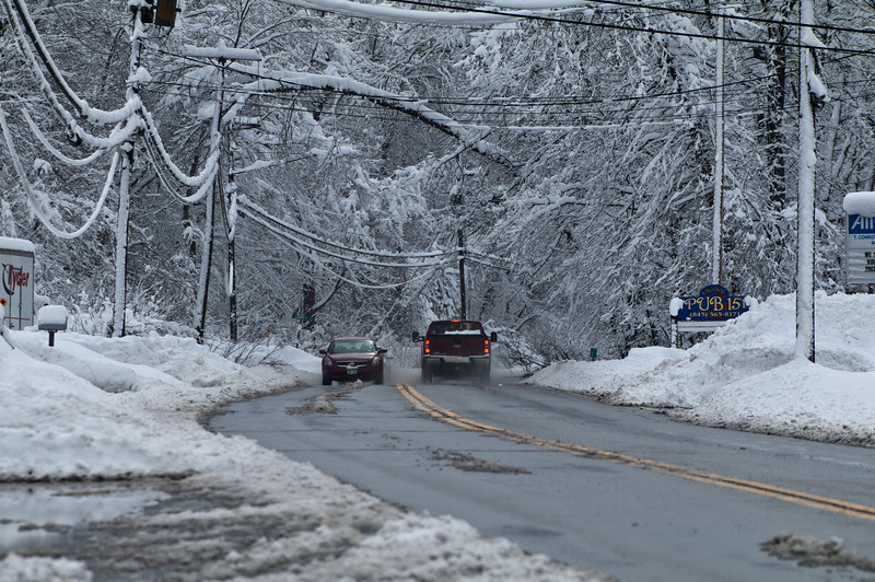 This is the main road that heads toward the city center close to the house.