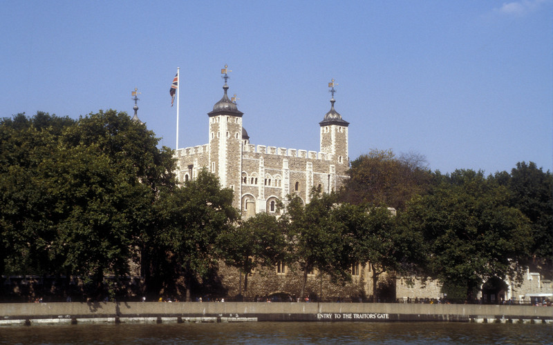 Along the Thames from Tower Bridge to Hampton Court