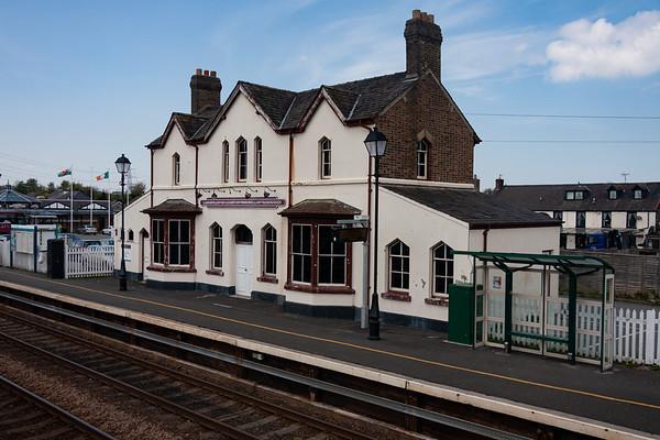Llanfairpwllgwyngyllgogerychwyrndrobwllllantysiliogogo Station