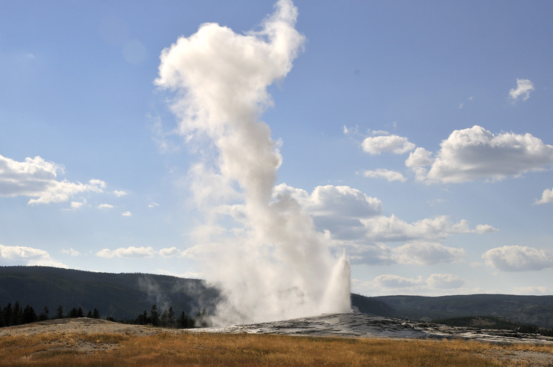Old Faithful  Yellowstone National Park, Wyoming
