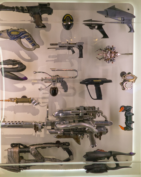 Men in Black I - The weapons shop
