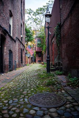 Small alley in Boston's historic neighborhood, Beacon Hill