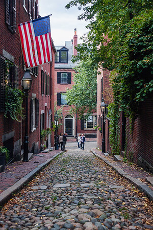 Acorn Street in historic neighborhood Beacon Hill, Boston
