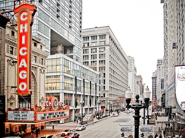 The Chicago Theatre by day