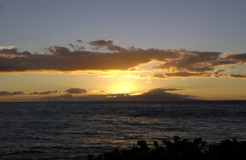 MauiiSunset_1502 - 2002-0_-4 44 PM