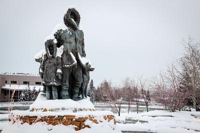 Monument to the first settlers of Fairbanks — Fairbanks, Alaska