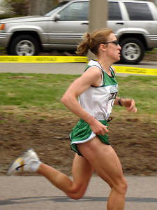 One of the elite women runners - Chestnut Hill, MA - April 17, 2006 ... Photo by Rob Page III
