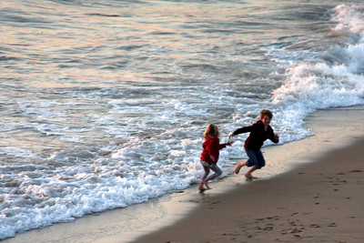 Racing the waves - Hermosa Beach, CA ... March 7, 2009 ... Photo by Emily Page