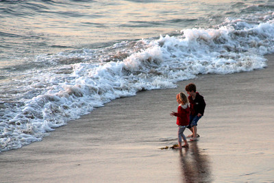 Here comes the wave - Hermosa Beach, CA ... March 7, 2009 ... Photo by Emily Page