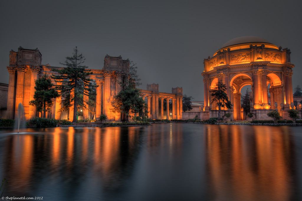 The Palace of Fine arts in San Francisco at dusk