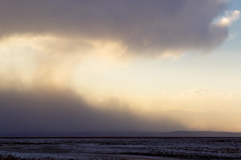Death Valley, Cottonball - Sandstorm at sunset over salt flat