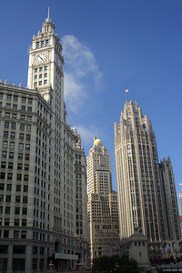 The Tribune Times Building to the right - Chicago, IL ... July 28, 2007 ... Photo by Rob Page III