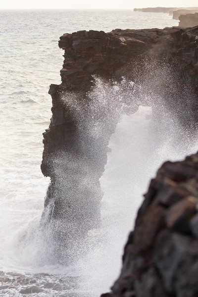 Hawaii, Volcanoes NP - Arch on coast with waves