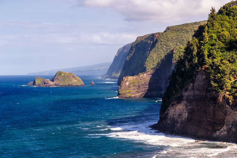 Hawaii, Big Island - Polulu Valley coastline