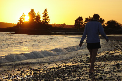 Emily walks along the beach - Pemaquid, ME ... September 2, 2007 ... Photo by Rob Page III