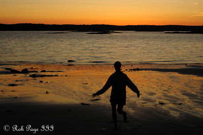 Playing on the beach - Pemaquid, ME ... September 2, 2007 ... Photo by Rob Page III