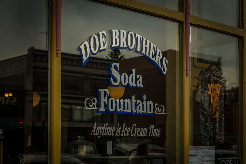Doe's Soda Fountan, circa 1887