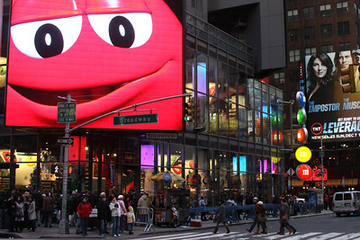 No need to worry about King Kong with giant M&M's are around to get you - New York, NY ... November 27, 2008 ... Photo by Rob Page III