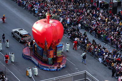It's the Big Apple in the Big Apple - New York, NY ... November 27, 2008 ... Photo by Rob Page III