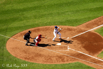 Laying down a bunt - New York, NY ... September 20, 2009 ... Photo by Rob Page III