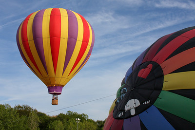 Up, up, and away - Chagrin Falls, OH ... May 25, 2008 ... Photo by Rob Page III